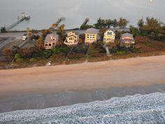 Houses between the Indian River Lagoon and Atlantic Ocean