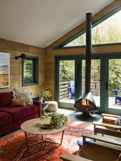 〚 Unusual, but cozy wooden cottage in the Wyoming 〛 ◾ Photos ◾Ideas◾ Design A Frame Cabin, A Frame House, Salons Cottage, Plan Chalet, Wooden Cottage, Wooden Houses, Green Windows, Mountain Cottage, Cottage Interiors
