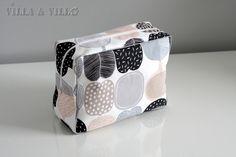 Jo aikaa sitten blogissa julkaistiin meikkipussukan / pussukan / penaalin ompeluohje (linkki) . Se on alusta saakka ollut todella suosittu ... Diy Bags Purses, Diy And Crafts, Lunch Box, Sewing, Villa, Korit, Nice Ideas, Patterns, Bags