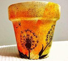 Painted Plant Pots, Painted Flower Pots, Painted Pebbles, Clay Pot Projects, Clay Pot Crafts, Pots D'argile, Clay Pots, Flower Pot Art, Fleurs Diy