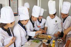 Buổi học nấu ăn tại Hướng Nghiệp Á Âu