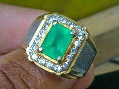 batu akik zamrud  A Well Dressed Man: Jewelry - Jonathan Alonso Site : www.thejonathanalonso.com  #rings #necklaces #jewelry #JonathanAlonso Men's Jewelry Rings, I Love Jewelry, Diamond Jewelry, Jewelery, Man Jewelry, Jewelry Design, Gents Ring Design, Mens Emerald Rings, Super Bowl Rings