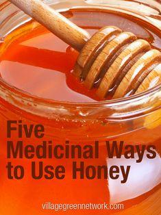 Five Medicinal Ways to Use Honey #honey #naturalremedies / http://villagegreennetwork.com/five-medicinal-ways-use-honey/