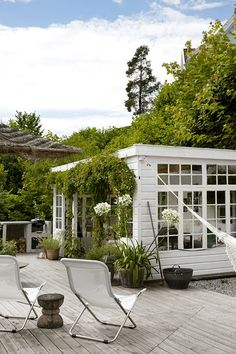 Pergola Ideas For Deck Code: 9965462772 Outdoor Rooms, Outdoor Gardens, Outdoor Living, Scandinavian Garden, Scandinavian Style, Greenhouse Farming, Wooden Greenhouses, Green House Design, Patio Interior