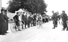 Solo effort: during the early years of riders competed as individuals and were banned from receiving assistance of any kind from spectators. Food, drink and any bicycle spares had to be carried by the rider himself, or procured en route. Any repairs to the bike had to be done with no outside help