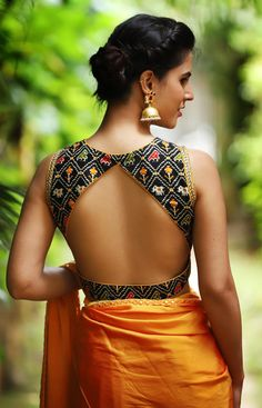 sari blouse back designs Black Blouse Designs, Saree Blouse Neck Designs, Latest Blouse Designs, Modern Blouse Designs, Sari Design, Diy Design, Blouse Lehenga, Lehenga Choli, Blouse Sexy