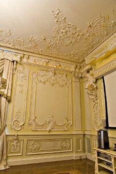 Лепнина в интерьере. Декорирование потолка и стен. Мотивы рококо.