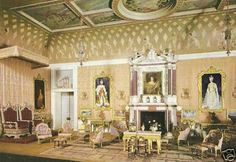 Queen Mary's dollhouse: the drawing room