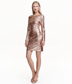 Gold-colored. Fitted long-sleeved dress in sequined mesh with a low-cut V-neck at back and concealed zip at hem. Jersey lining.