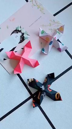 Diy Crafts Hacks, Diy Crafts For Gifts, Diy Crafts Videos, Creative Crafts, Origami Toys, Instruções Origami, Origami Swan, Origami Videos, Origami Wall Art