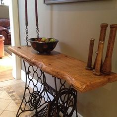 40 Ideas para reciclar el pie de una máquina de coser Antique Sewing Machine Table, Sewing Table, Recycled Furniture, Furniture Decor, Singer Table, Sewing Machine Projects, Diy Bed Frame, Natural Home Decor, French Apartment