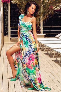 """L'abito Yuna presenta uno spacco lungo la coscia, una fascia in vita ristretta con pieghe orizzontali e monospalla con voilant. Il leggero strascico lo rende sensuale ed elegante. Un'esplosione di classe ed eleganza, perfetto per feste e cerimonie. ➽➽ Contattaci su Pinterest o manda """"pin"""" via sms/WhatsApp al 373 7616355 per ricevere un #BUONO #SCONTO esclusivo!  #leastedisoha #moda #abbigliamento #donna #elegante"""