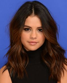 Selena Gomez hair. Girlfriend just gets it. I think I'm going to try this at the end of the semester