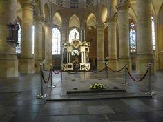 Nieuwe Kerk Delft...toegang tot de koninklijke  grafkelders daarachter, Praalgraf Willem van Oranje