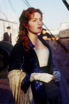 "The ""Flying"" dress worn by Kate Winslet as Rose Dewitt- Bukater on Titanic Titanic Kate Winslet, Kate Titanic, Kate Winslet 1997, Leonardo Dicaprio, Film Titanic, Titanic Movie Facts, Titanic Art, Titanic Costume, Titanic Dress"