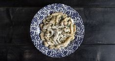 Fresh Cretan pasta – Skioufihta by the Greek chef Akis Petretzikis. Make easily this traditional recipe for delicious Greek-style pasta, served with feta! Greek Recipes, Feta, Oatmeal, Breakfast, Kitchen, The Oatmeal, Morning Coffee, Cooking, Kitchens