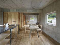 Mezcla de paredes y techo de hormigón con madera