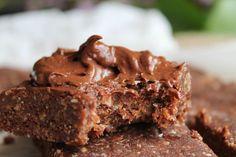 Le brownie cru… voilà une petite gourmandise saine à laquelle je n'avais pas encore succombé. Je peux vous dire que j'aurais du y succomber plus tôt, car ce truc est vraiment une tuerie… non, non je n