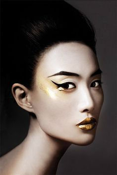 Bojana Tatarska: gold lips and black winged eyeliner