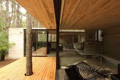 Completed in 2009 in Villa Gesell, Argentina. Images by Gustavo Sosa Pinilla. The x plot of land in the coastal Mar Azul forest in Buenos Aires, Argentina is the site for BAK Architects' JD House, a residence designed. Lofts, Modern Interior Design, Interior And Exterior, House In The Woods, My House, Wooden House Design, Wooden Hut, Wooden Houses, Wooden Slats
