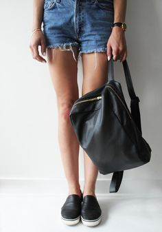 Phillip Lim-inspired leather backpack - Tutorial: http://contouraffair.blogspot.ca/2014/07/how-to-minimal-phillip-lim-inspired.html