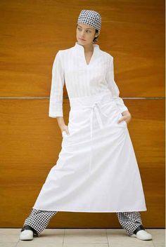Avental tipo francês em tecido ponto sarja com acabamento anti-manchas, Teflon®. Medidas: 98 x 90 cm.