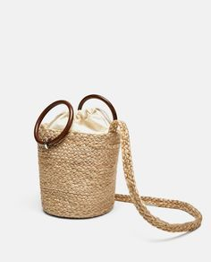 Today I'm going to share some Zara bags with you which are my favorite ones and also most compatible with new bag trends. Diy Sac, Zara Bags, Handmade Purses, Jute Bags, Basket Bag, Knitted Bags, Crochet Bags, Mode Style, Beautiful Bags
