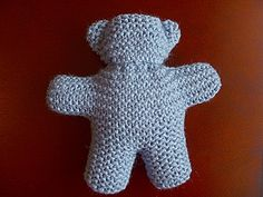 Le doudou ourson est un grand classique ! Tous les enfants les aiment… les pet… Teddy bear is a classic! 🙂 I really like this model that I found at Halifax Charity Knitters. Knitting Bear, Teddy Bear Knitting Pattern, Knitted Teddy Bear, Baby Knitting Patterns, Double Knitting, Bear Patterns, Easy Knitting, Knitting Dolls Clothes, Sewing Dolls