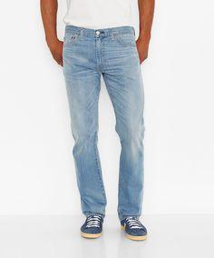 Das ist die gerade Ansage in Sachen Stil-Kombination und genau deshalb so gut: Die »Levis® Jeans 504« erscheint im Regular Straight Fit, locker am Oberschenkel sitzend, mit geradliniger Kontur und etwas schmaler zulaufender Saumpartie. Die 5-Pocket-Optik sorgt für einen starken und klassischen Look und die normale Leibhöhe für einen klasse Sitz. Diese Jeans eignet sich für für viele Anlässe, lä...