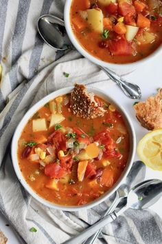 Packed with all kinds of veggies, this loaded vegetable soup will become a new family favorite. Serve with crusty bread! Source by michellemesq Related posts: Hearty Vegetable Soup Chicken Vegetable Soup Recipe Best Vegetable Soup Recipe, Homemade Vegetable Soups, Vegetable Soup Healthy, Healthy Vegetables, Veggies, Roasted Vegetable Soup, Veggie Food, Vegetarian Recipes, Cooking Recipes