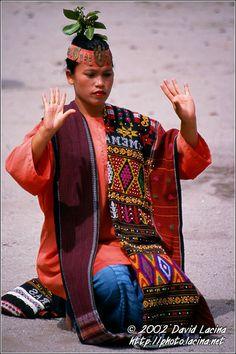 Batak Lady - Lake Toba, North Sumatra,  Indonesia - http://www.prayingforindonesia.com/ethnic-groups/the-people-of-sumatra/who-are-the-mandailing/