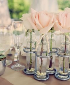 Love these 1920s-inspired floral displays.