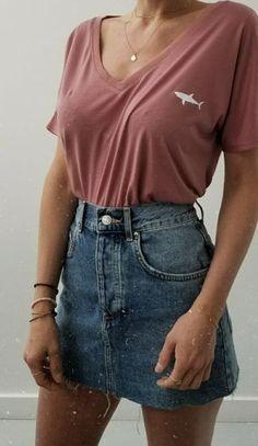 Damenbekleidung - V-Neck Shark T-Shirt + Levis Jeansrock #damenbekleidung #jeansrock #levis #shark #shirt #Mode