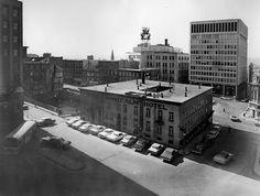 L'hôtel Montcalm en 1966 | Valérie Gaudreau | D'hier à aujourd'hui Quebec Montreal, Quebec City, Chute Montmorency, Chateau Frontenac, Le Petit Champlain, I Am Canadian, Old Photos, Big Ben, Louvre
