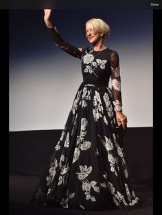 With each passing year Helen Mirren is getting more adventurous in her design style. She was always a bit of a rebel, but when stardom finally came to her, she had the sense to step up her game, and let seasoned pros advise her on how to be unapologetic about her age, her inherent sex appeal shine through while looking and dressing like the Movie star she had become. This is how its done, people.
