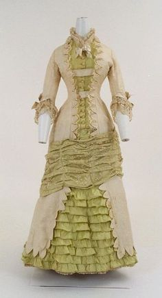 1880 dress with bustle