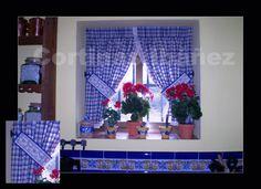 Instalación en casa de campo rustica; Cortina Vichi de algodón con remate de puntilla y abrazaderas.