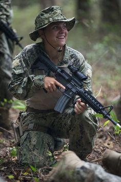 Master-at-Arms Seaman Audrey Warren holds her rifle during Riverine Security Team Member course in the #USNavy
