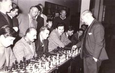 najdorf en simultaneas 1024x657 Anécdotas de las simultáneas en el ajedrez