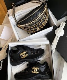 CC Low Cut Sneakers Gold & Black w/ Leather Fanny Bundle Deal Chanel Sneakers, Chanel Shoes, Sneakers Fashion, Fashion Shoes, Style Fashion, Luxury Shoes, Luxury Bags, Mode Chic, Fresh Shoes