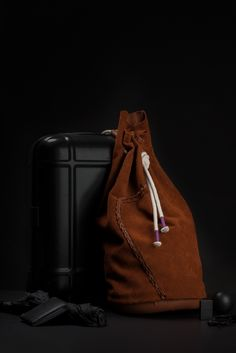 """""""L'esthétique d'une chute"""".Leather bag made from offcuts collected in workshops and assembled seamless. © Crédit photo Mario Simon . https://vimeo.com/117896762"""