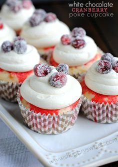 Sweet and easy, White Chocolate Cranberry Poke Cupcakes with sugared cranberries. Made with JELL-O, Cool Whip and white chocolate! Baking Cupcakes, Yummy Cupcakes, Cupcake Recipes, Cupcake Cakes, Dessert Recipes, Gourmet Cupcakes, Blueberry Cupcakes, Almond Wedding Cakes, Wedding Cakes With Cupcakes