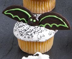 Create owls, ghosts, witches, skeletons and other Halloween designs by adding candy and frosting to homemade or purchased cupcakes.