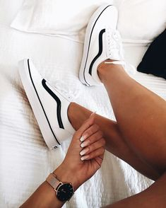 white sneakers perfect for any time of the year. Visit Daily Dress Me at dailydre . - kleidung - Shoes World Vans Sneakers, Moda Sneakers, Girls Sneakers, Sneakers Fashion, Fashion Shoes, Vans Shoes Outfit, Vans Tennis Shoes, Casual Shoes, Summer Sneakers