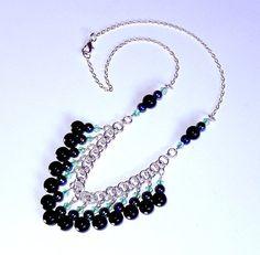 Negro y luz verde collar de perlas timón chainmaille por NezDesigns