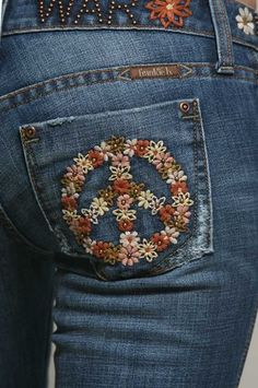 { Make Love Not War Jeans }by Frankie B. Patched to perfection vintage inspired embro floral peace details // retro hippie Hippie Bohemian, Boho Gypsy, Hippie Style, Moda Jeans, Denim Jeans, Jean Diy, Estilo Hippie Chic, Diy Broderie, Moda Casual