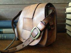 Vintage Artisan Sienna Brown Leather Saddle por JansVintageStuff