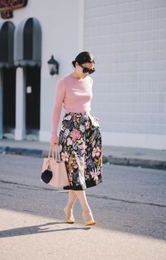 15 Outfit Ideas With Floral Midi Skirts You Have To See