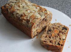 Krentenbrood, zelf gemaakt en goed gelukt! Hij smaakt ook heerlijk, zeker een aanrader.