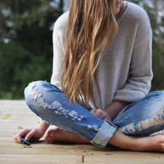 skinny-ish jeans and baggy sweater, I always like that look